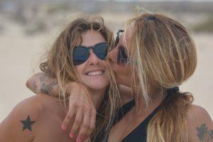 Embrasser un acte social