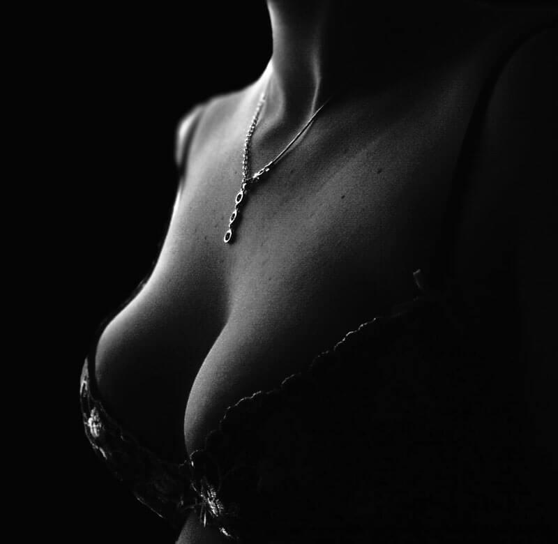 Les seins - decolleté - soutien gorge