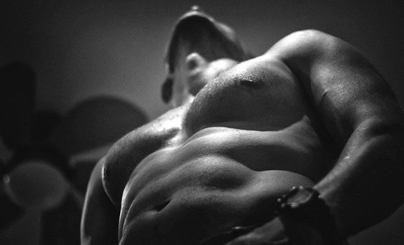 poitrine masculine musclée